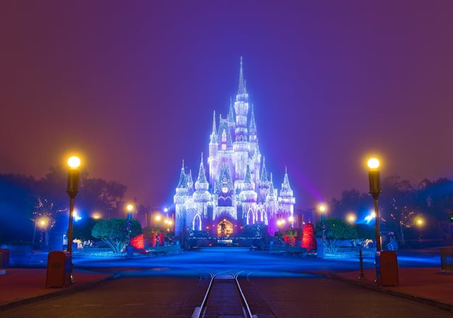 fog-christmas-castle-bricker