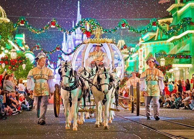 mini-horses-christmas-parade