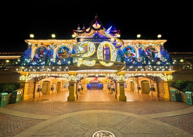 disneyland-paris-20th-anniversary-train-station
