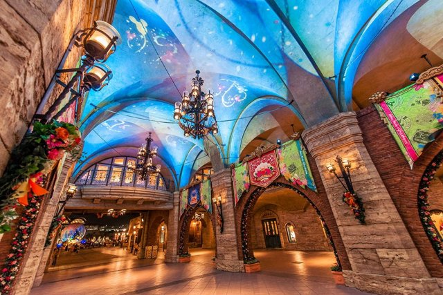 toyko-disneysea-entrance-passage-aquasphere