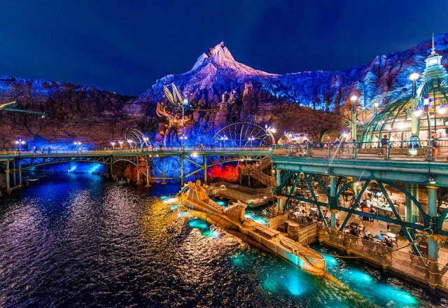 toyko-disneysea-mysterious-island-night