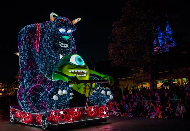monsters-inc-dreamlights-float