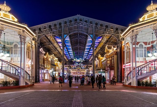 park-closing-tokyo-disneyland-world-bazaar