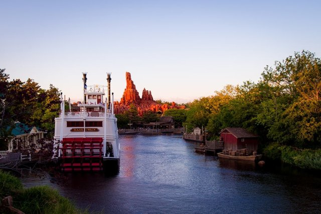rivers-america-tokyo-disneyland-sunset
