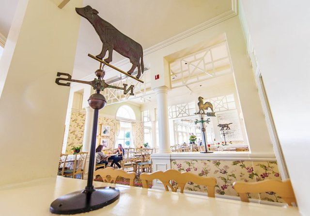 grand-floridian-cafe-decor