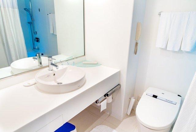hilton-tokyo-bay-bathroom
