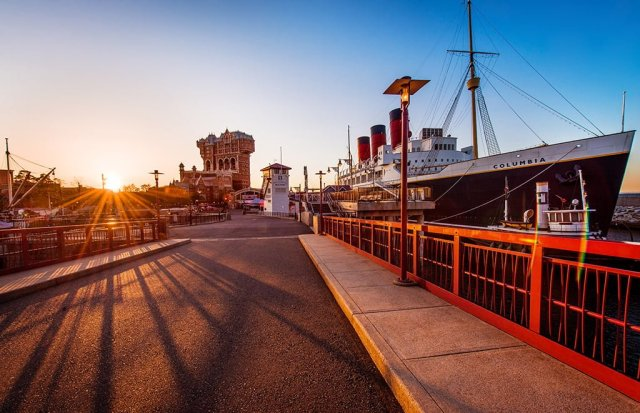 ss-columbia-bridge-disneysea-sunrise