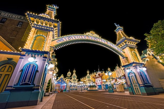toyville-trolley-park-disneysea-night