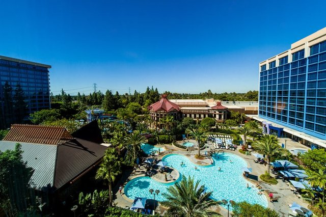 disneyland-hotel-adventure-tower-view