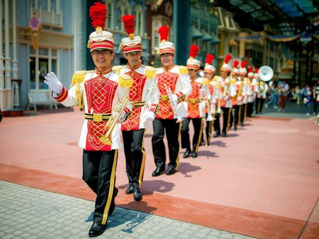tokyo-disneyland-marching-band