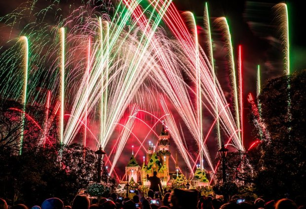 believe-holiday-magic-fireworks-disneyland-3