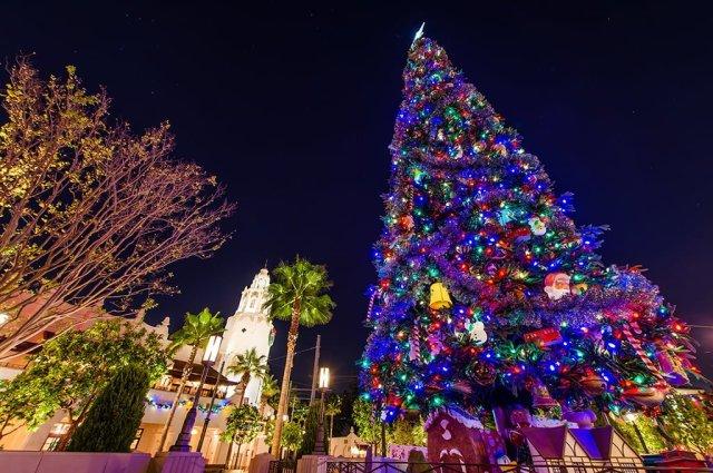 buena-vista-street-christmas-tree