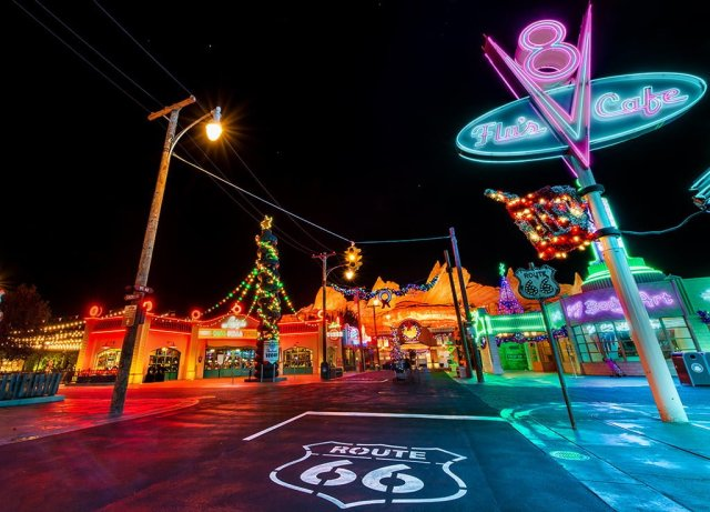 cars-land-route-66-christmas