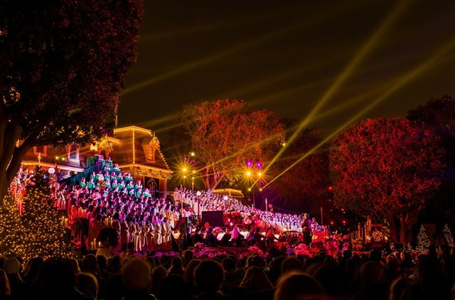 disneyland-candlelight-processional-wide