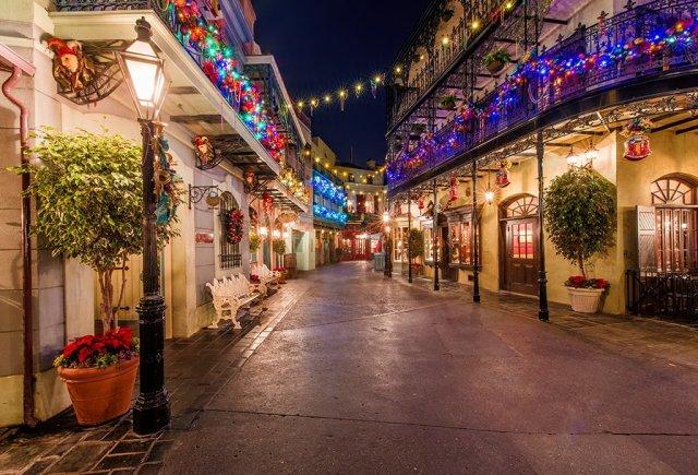 new-orleans-square-disneyland-christmas