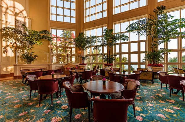 hong-kong-disneyland-hotel-seating-area