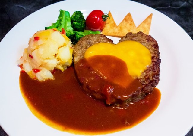 queen-hearts-weird-steak