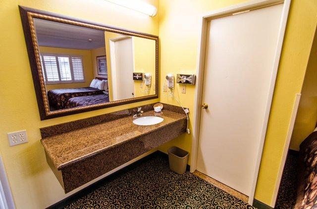 del-sol-inn-room-sink