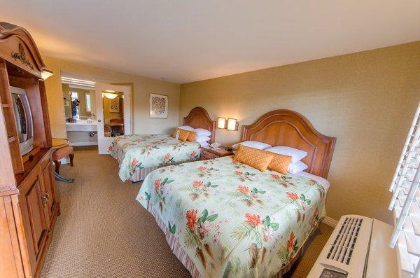 candy-cane-inn-disneyland-good-neighbor-hotel-room