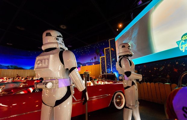 star-wars-breakfast-stormtroopers-watching-film