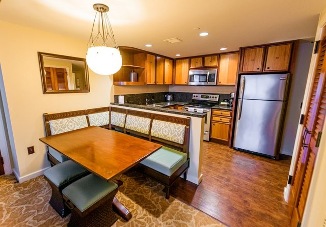 aulani-kitchen-table