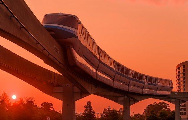 monorail-rising-sun-bay-lake-tower