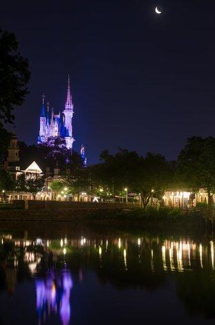 waning-crescent-moon-cinderella-castle