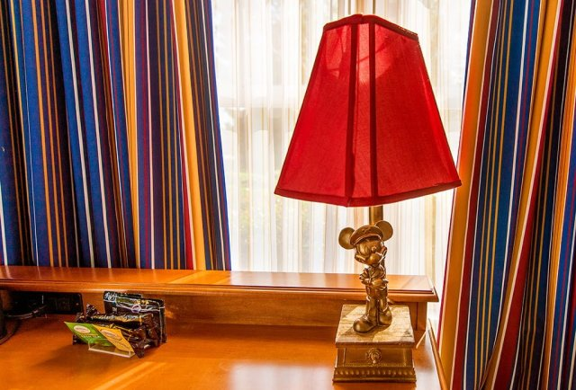 yacht-club-mickey-mouse-lamp