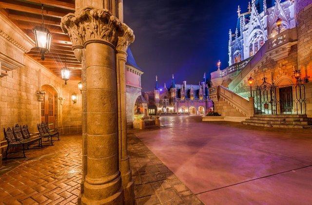 cinderella-castle-fantasyland-corridor