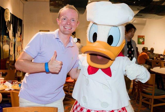 donald-duck-chef-mickeys-tom-bricker