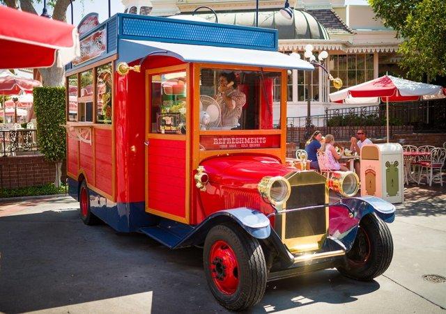 little-red-wagon-disneyland-120