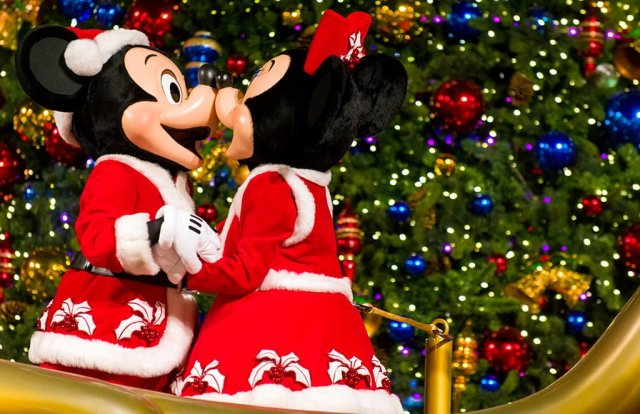 christmas-tree-lighting-minnie-mickey-mouse-hong-kong-disneyland
