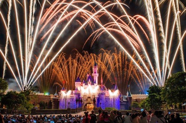 disney-in-the-stars-fireworks-hk-disneyland