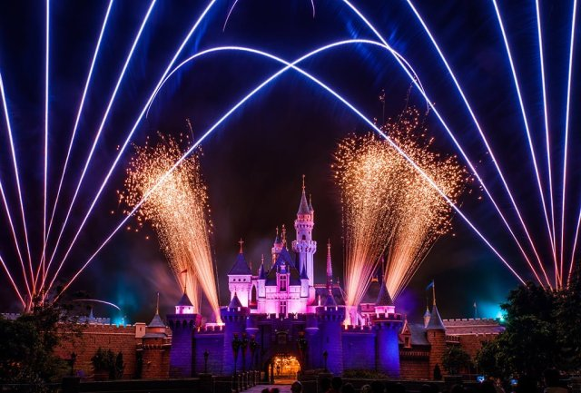 disney-in-the-stars-fireworks-hong-kong-disneyland-3