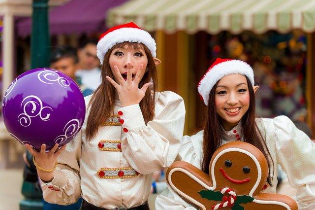 hong-kong-disneyland-elf-dancers