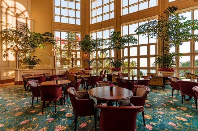 hong-kong-disneyland-hotel-seating-area