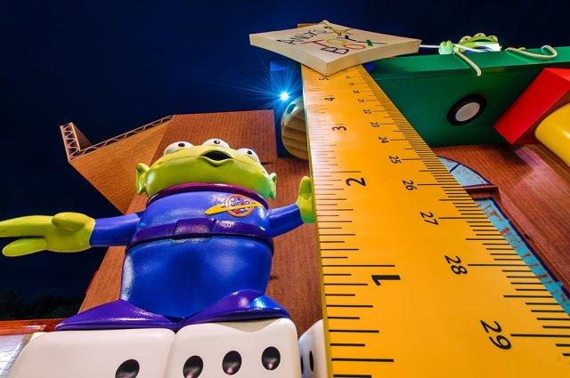 toy-story-playland-alien-night-hong-kong-disneyland