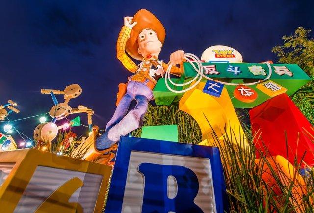 toy-story-playland-woody-hong-kong-disneyland