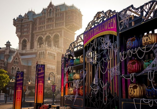 happy-halloween-tower-of-terror-morning-light-tokyo-disneysea