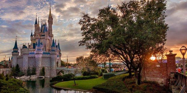cinderella-castle-dreamlights-sunrise-marathon-morning