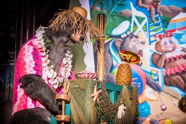 country-bear-vacation-gomer-hawaiian