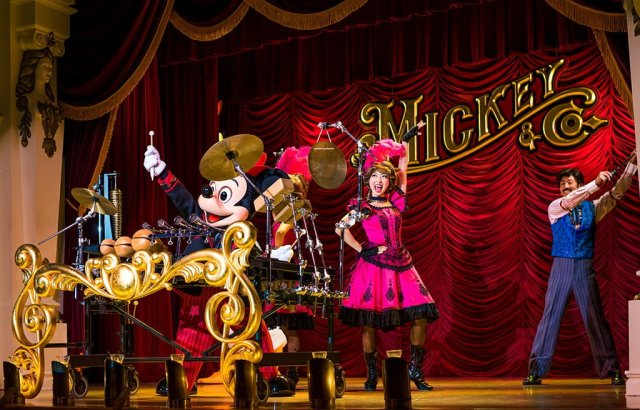 mickey-company-mouse-drums-tokyo-disneyland