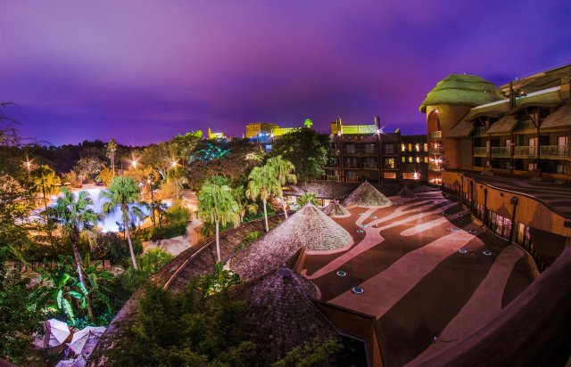 animal-kingdom-lodge-jambo-house-view-night