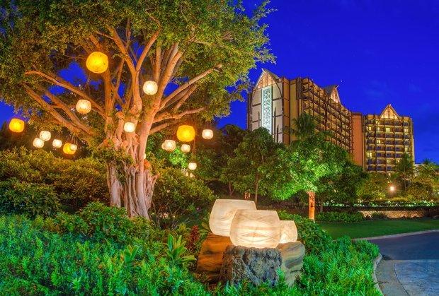 aulani-dreaming-tree-night