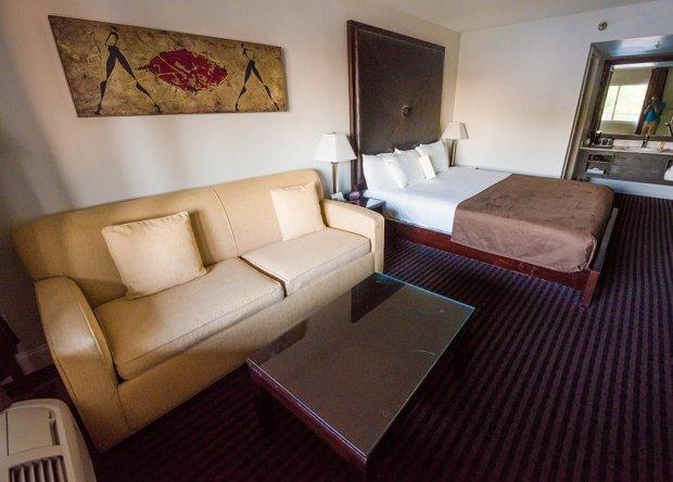hotel-menage-disneyland-good-neighbor-hotel-room-wide-2