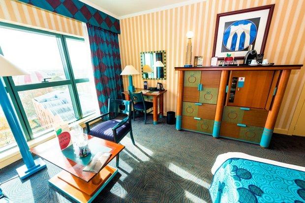 hotel-new-york-desk-tv