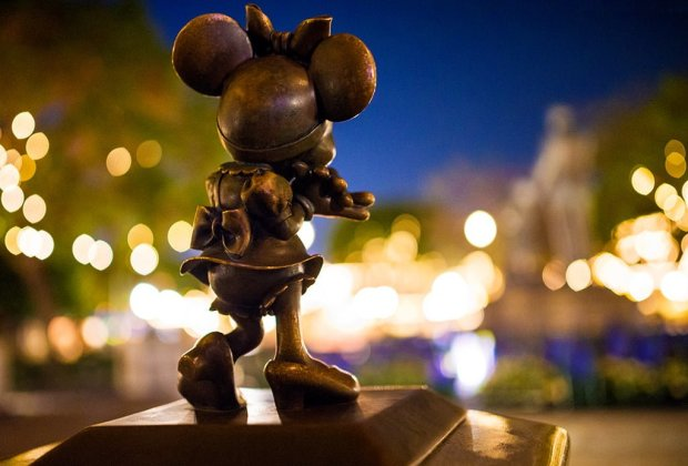 sigma-35mm-minnie-mouse-bokeh-disneyland