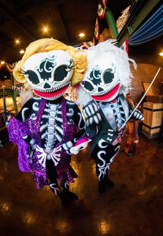 skeleton-friends-sailing-day-buffet-tokyo-disneysea
