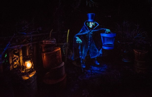hatbox-ghost-disneyland-haunted-mansion