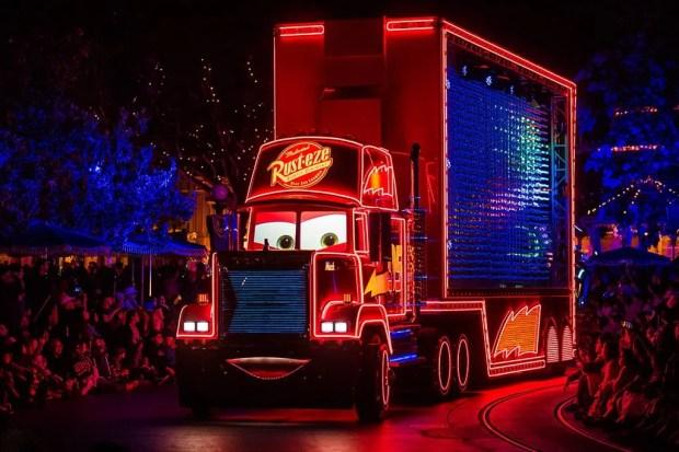 paint-night-electrical-parade-disneyland-60th-anniversary-diamond-celebration-745